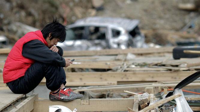 13 توصیه مهم در استفاده از گوشی موبایل هنگام وقوع زلزله و شرایط اضطراری