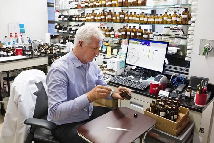 به لطف فناوری جدید IBM رایحه عطرهای جدید از این به بعد با استفاده از هوش مصنوعی ساخته خواهند شد