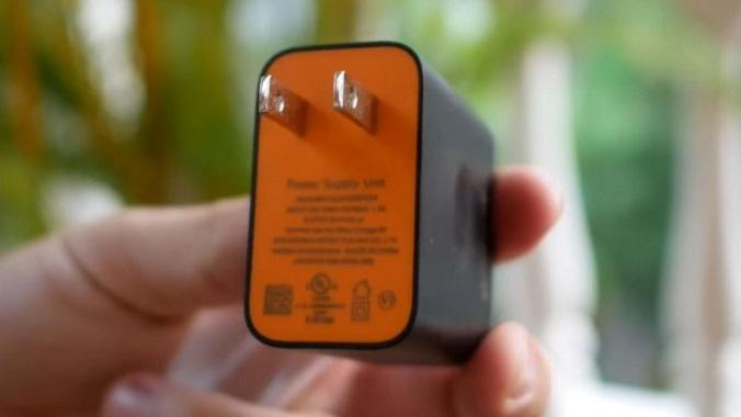 مقایسه تکنولوژی شارژ سریع جدید Warp Charge با Dash Charge در گوشیهای وان پلاس 6T معمولی و نسخه مکلارن